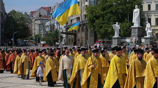 УПЦ: Спецслужбы угрозами склоняют священников к томосу