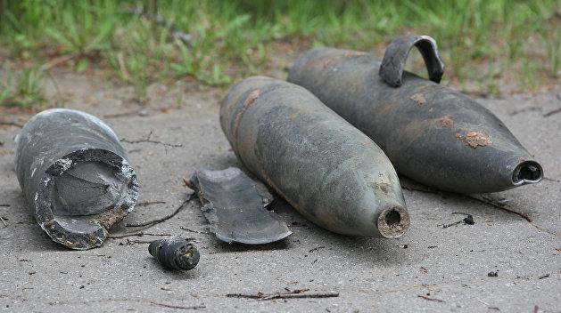 В ожидании пожара: украинские военные рвут траву, чтобы спасти боезапас