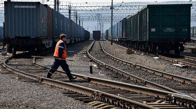 Украинский поезд в Иран: ехать некуда, везти нечего