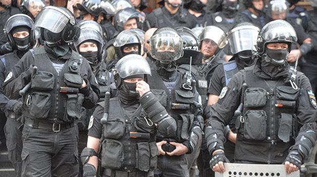 Наклейки и инструкции вдвое увеличили стоимость защитной амуниции украинских полицейских