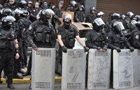Националисты и силовики столкнулись под стенами Генпрокуратуры в Киеве. Фоторепортаж