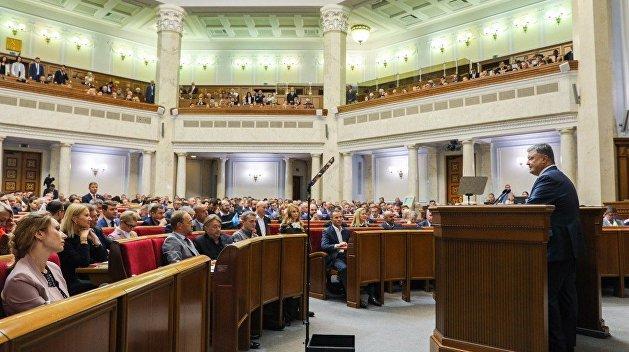 Порошенко: Закон о принудительной регистрации российских СМИ не повлияет на свободу слова