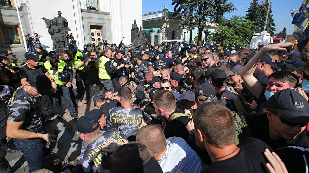 Взрывы у Верховной Рады: среди полицейских есть пострадавшие
