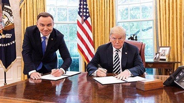 Польский телеканал уволил сотрудника за «неправильное» фото президента Дуды с Трампом