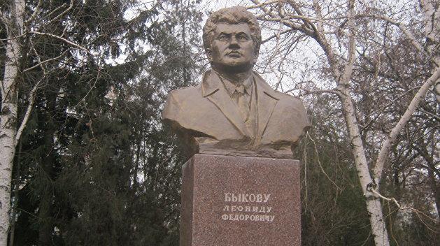 Памятник известному актеру Леониду Быкову восстановят в Краматорске
