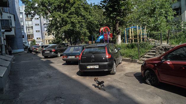 Парковочные инспекторы начали штрафовать автомобилистов на Украине без участия полиции