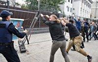 Фекальная дипломатия: Как националисты нападают на представительства РФ в Киеве