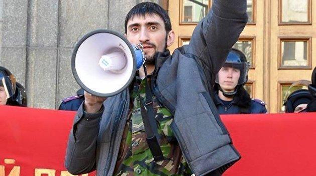 Националисты атаковали автомобиль с освободившимся узником тюрьмы СБУ Топазом