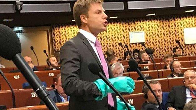 Кричал и стучал кулаками: Гончаренко попытался сорвать выступление сербского делегата в ПАСЕ