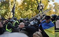 Киев: Памятник Ватутину оказался не по зубам националистам. ФОТОРЕПОРТАЖ