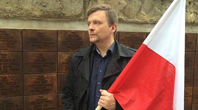 Польский диссидент Пискорский в тюрьме беседует с православным батюшкой и слушает Цоя