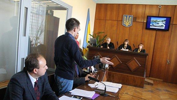 Судилище над журналистом Муравицким: новый этап абсурда. ФОТОРЕПОРТАЖ