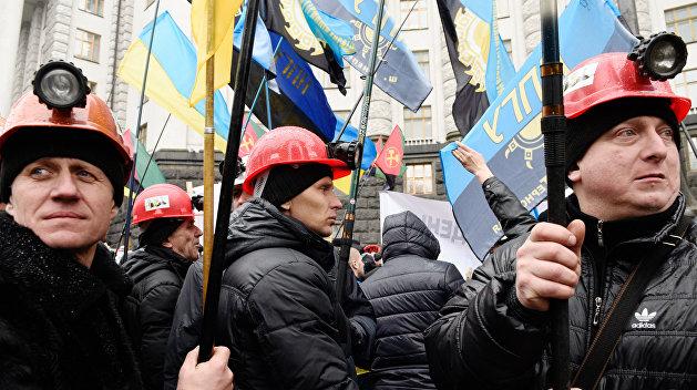 Луганские шахтеры угрожают подземной голодовкой и перекрытием дорог