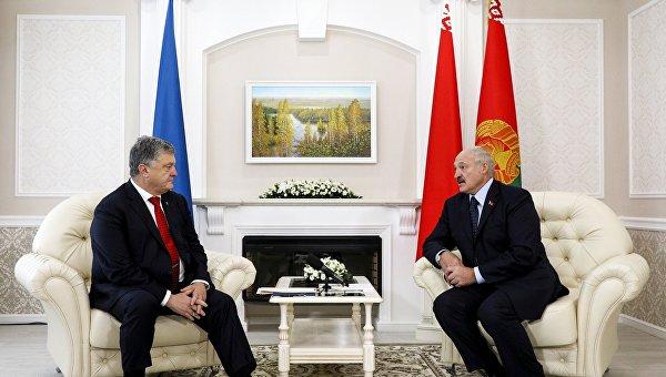 Дружеский гамбит. Лукашенко предложил Порошенко заполучить Донбасс миром