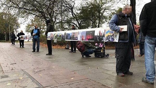 No pasaran! В Гамбурге прошел «вернисаж» против нацизма на Украине. ФОТОРЕПОРТАЖ