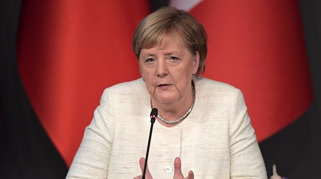Уходя остается. Меркель должна подать в отставку с поста канцлера, но не будет