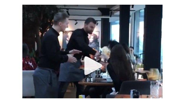 Вот это сервис! Официант киевского ресторана запустил посетительнице тортом в лицо