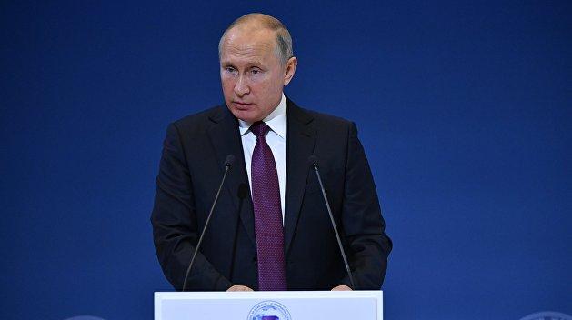 Путин: Украинцев запугивают и просто терроризируют