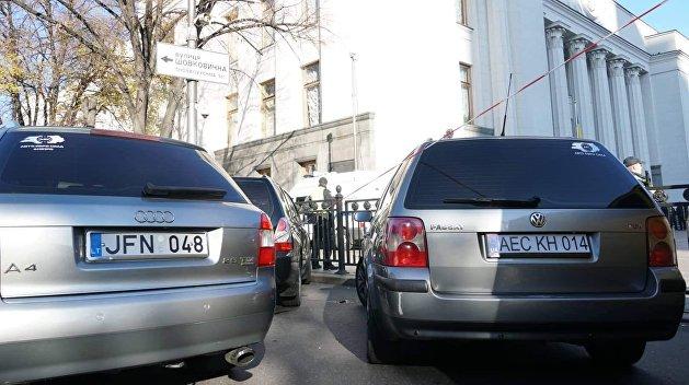 На Украине истекает льготный период растаможки автомобилей на еврономерах