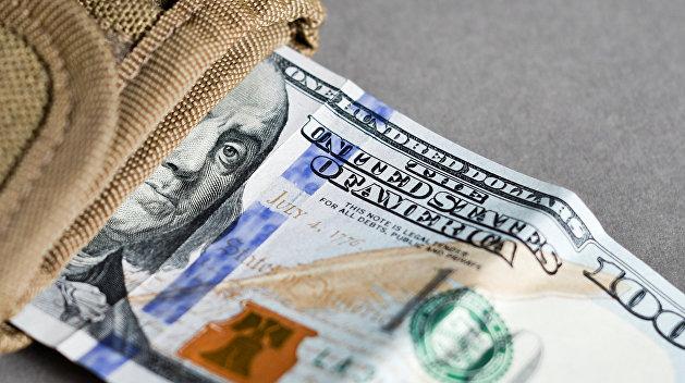Обклеилась деньгами: Украинка пыталась вывезти в Россию 24 тысячи долларов