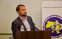 Депутат Калашников: Вятрович может снести памятник, но он не сотрет народную память