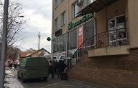 Стражи порядка ловят преступников, ограбивших инкассаторскую машину под Киевом
