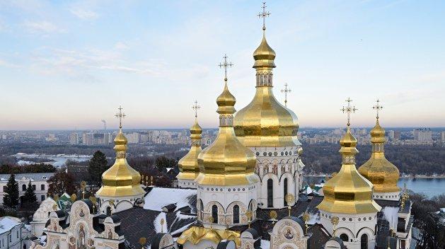 «Мы не ангелы»: ворота Киево-Печерской лавры закрыли перед короновирусом, но это не помогло