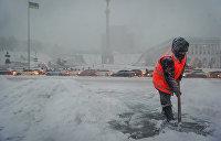 Ледяная Украина: Киев стоит в пробках, во Львове гибнут люди