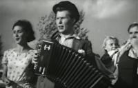 Плохой парень спел главную песню Донбасса и резко похорошел