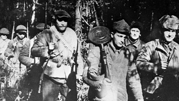 Первый партизанский парад в истории