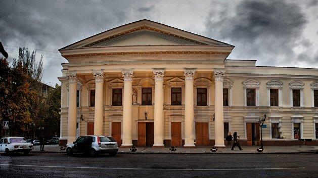 Николаев: Из названия театра требуют убрать слово «русский»