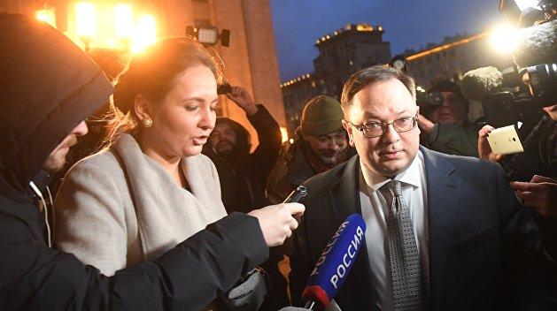 Украинский дипломат проигнорировал вопросы о своем вызове в МИД РФ
