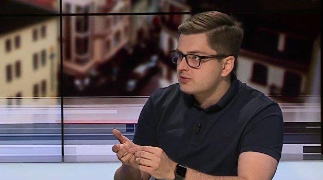 «Ради ущемления прав украинцев». Политолог назвал признаки введения военного положения