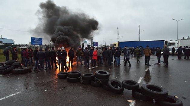 Не сдаются. «Евробляхеры» продолжают блокировать границы