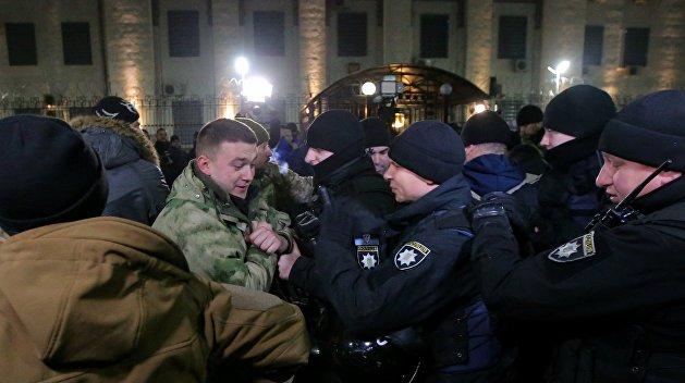 Политолог: Военным положением будут оправдывать проколы местных властей