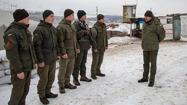 Киев был бы рад пойти на Донбасс, но у них некому воевать — военный эксперт