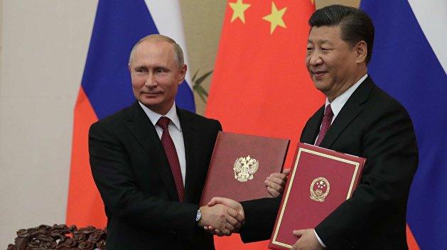 Писатель определил место России между Западом и Китаем