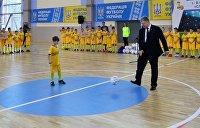 В Сеть слили видео с Порошенко-футболистом