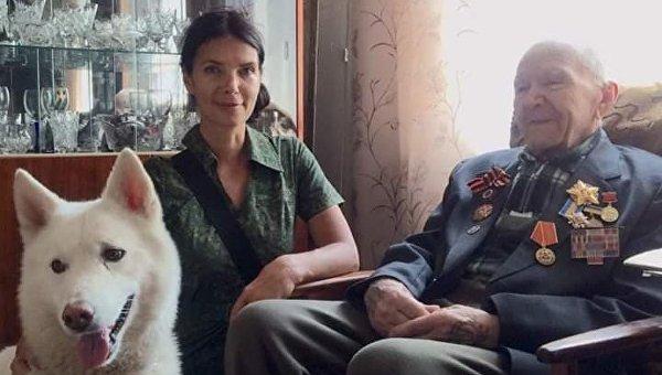 Московская Снегурочка для детей Донбасса