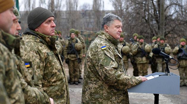 Триста засланцев. Что стоит за слухами о военном перевороте от Порошенко