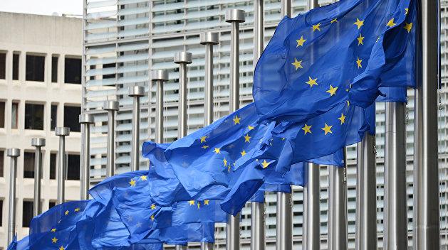 ЕС снимает санкции с соратников Януковича