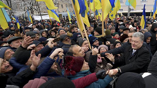 Политолог назвал единственный регион, который поддерживает Порошенко