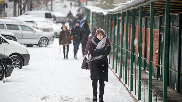 Поскользнулся, упал, очнулся — гипс: Стало известно, сколько людей травмировались в Киеве из-за гололеда