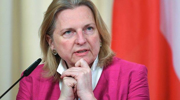 Глава МИД Австрии призвала наказывать за угрозы журналистам на Украине