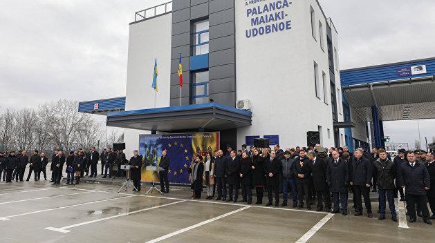 Украина и Молдавия открыли после реконструкции совместный КПП на границе