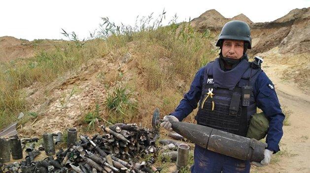 Масштабный взрыв: около 1,5 тыс. боеприпасов нашли на сгоревшем складе под Мариуполем