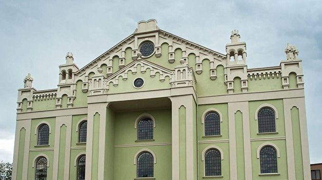 В Дрогобыче неизвестные закидали камнями местную синагогу