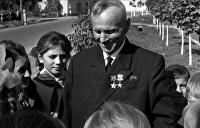 Тот, кто двери в Кремле открывал ногами: потрясающая биография крестьянина, диверсанта, героя кино и книги Хемингуэя
