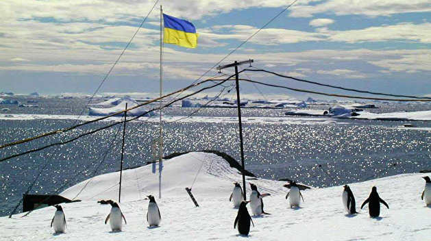 Украинских полярников заставят определиться с церковью