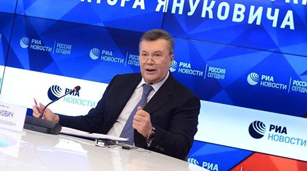 Триада экс-президента. Янукович советует украинцам сменить власть